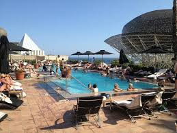 too crowded swimming pool picture of hotel arts barcelona