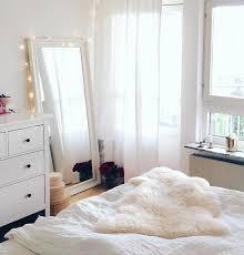 la chambre blanche pourquoi avoir un miroir à selfie est bénéfique pour vous