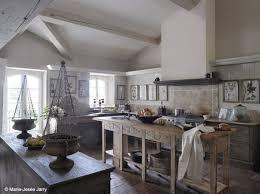 cuisine dans maison ancienne ravishing deco cuisine maison ancienne id es table manger sur