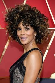 harry berry hairstyle oscars 2017 halle berry celebrates her natural curls on the red