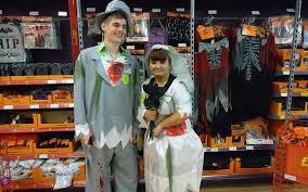 Halloween Costumes Bride Groom 10 Coolest Couples Halloween Costumes