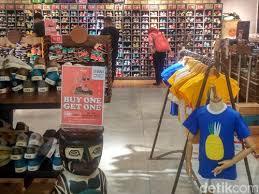 Harga Sepatu Wakai Taman Anggrek ulang tahun ke 5 wakai gelar promo beli 1 gratis 1