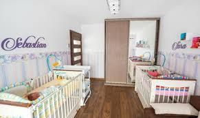 chambre mixte bébé imaginer meubler et décorer la chambre bébé jumeaux idéale