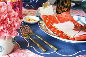 set a stylish thanksgiving table here s how to dress it up this