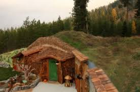 real hobbit house stay at a real life hobbit house for 245 a night neatorama