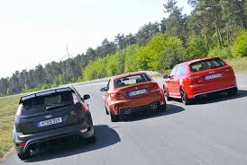 bmw 1m review bmw 1m trumps rs3 and focus rs500 in autobild track shootout