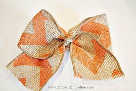 burlap ribbon bow how to make a burlap bow in less than 1 minute debbiedoos
