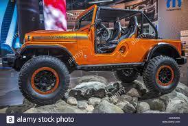 jeep usa detroit usa 9th jan 2017 a cj sixty six jeep dazzles at the