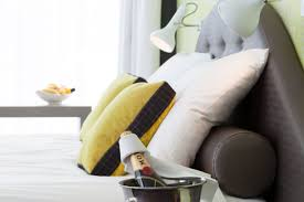 Make Your Bed Like A Hotel 5 Ways To Make Your Bedroom More Like A Hotel Room Womenstuff