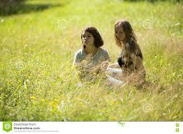 imagenes lindas naturaleza dos muchachas adolescentes lindas se sientan en el co en la