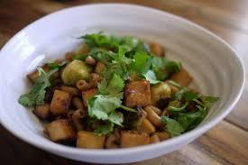 cuisiner tofu fumé macaroni chinois aux choux de bruxelles et tofu fumé banlieusardises