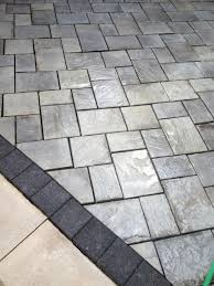 beautiful patio using unilock brick pavers stonehenge coping
