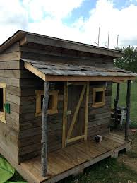 Cheap Hunting Cabin Ideas Clubhouse Built From Reclained Decking Pallets Old Hunting Blind