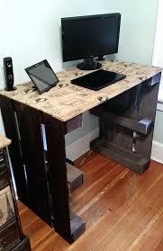 fabriquer un bureau avec des palettes bureau avec plan de travail modele bureau en palette simple diy