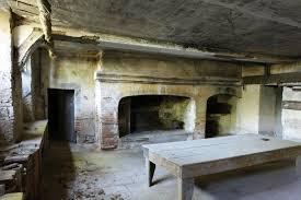 ancienne cuisine sous sol ancienne cuisine grande cheminée et four à