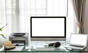bureau imprimante ordinateur ordinateur portable et une imprimante sur un bureau