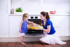 mere et fille cuisine famille heureuse dans la cuisine mère et enfant fille cuisine