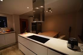 cuisine blanc laqu plan travail bois cuisine blanc laque plan travail bois amiko a3 home solutions 19