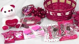valentines baskets how to make a simple valentines basket with candy and decorations