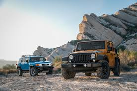 jeep trail sign 2014 jeep wrangler unlimited vs 2014 toyota fj cruiser motor trend