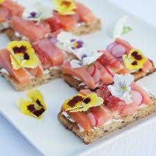 les fleurs comestibles en cuisine osez les fleurs comestibles dans votre assiette au comptoir du