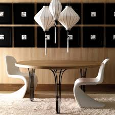 stunning modern dining table decor with wooden rounded table