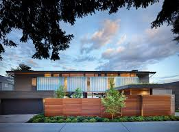 great combination of wood and concrete in a courtyard house design