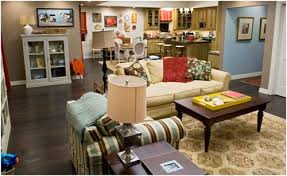 modern family living room modern family three funny families and their three fab houses