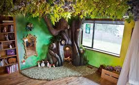 chambre arbre papa construit un arbre dans la chambre de sa fille