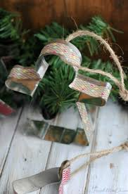 12 easy diy washi tape christmas crafts shelterness