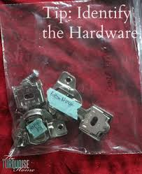 Hardware For Bathroom Cabinets by The Average Diy U0027s Guide To Painting Cabinets