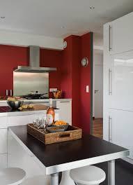 chambre gris et rouge chambre mur rouge salon mur rouge et plancher en bois fonce avec