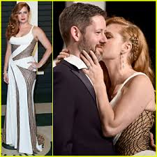 Gretchen Mol Vanity Fair Amy Adams Plants Kiss On Partner Darren Le Gallo At Vanity Fair