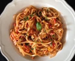comment cuisiner les poivrons spaghettis aux 3 poivrons recette de spaghettis aux 3 poivrons