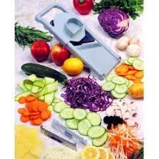 mandoline en cuisine mandoline de cuisine râpe à légume l appareil des chefs