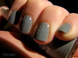 grey nailpolish the beauty hunter