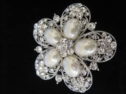 hair brooch best 25 bridal hair brooches ideas on wedding hair
