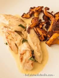 cuisiner des chanterelles emincé de poulet crème chanterelles et cognac gastronomie