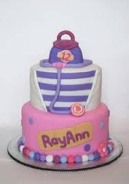 pastel de cumpleaños victoria doctora juguetes birthday cake