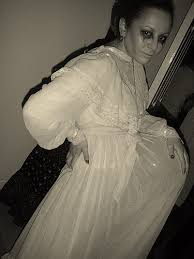 Dead Prom Queen Halloween Costume 15 Pregnant Halloween Costume Ideas Babyprepping
