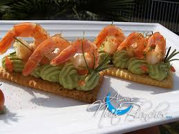 canap avocat crevette feuilleté de crevettes epicées sur guacamole d avocat a mes nuits