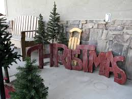 Cheap Outdoor Christmas Decorations by Natural Outdoorsy Woodsy Christmas Decor Organize And Decorate