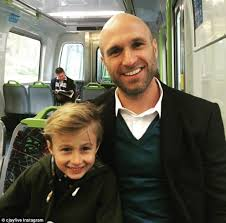 Robin Thicke Spends Quality Time With Son Julian In The Wake Of Divorce Filing Daily Mail Online Chris Judd Takes Train With Son Oscar To Watch Afl Match Daily