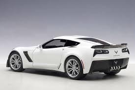 white c7 corvette 2016 corvette c7 z06 arctic white 1 18 scale by autoart legacy