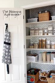 Organizing Kitchen Pantry - organized kitchen and pantry