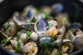 cuisiner les coques recette coques à l huile d olive pegase connoisseur