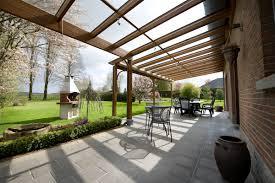 modele de terrasse couverte une pergola pour votre terrasse vérandas confort
