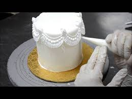 how to decorate a cake cake tutorial video piping on cake