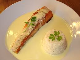 cuisiner le saumon pavé de saumon sauce hollandaise citronnée la cuisine des jours