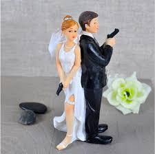 and groom figurines with gun gute funy and groom wedding cake